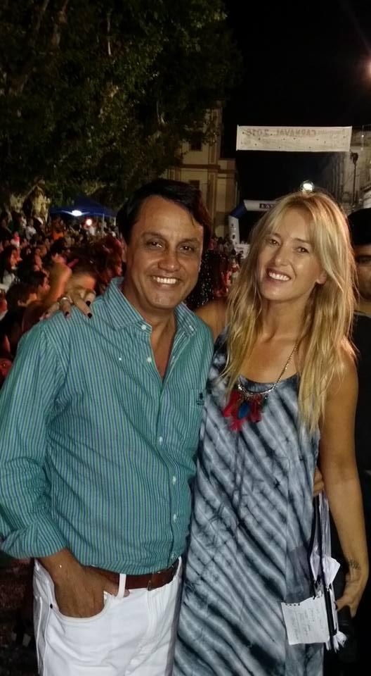 Periodista Diego Porcile y modelo conductora Patricia Fierro en el Carnaval de Melo, Cerro Largo. Uruguay
