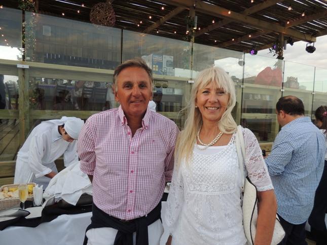 Dr Juan Carlos Paullier y artista plástica Claudia Bertolotta en fiesta de Diego Fonsalia