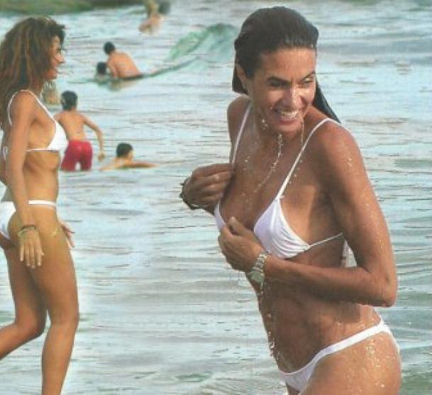 Modelo y actriz Florencia Raggi Repetto en Playa Mansa