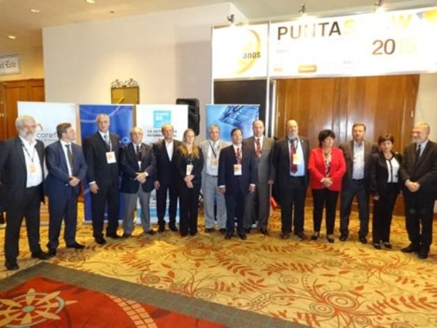 Autoridades gubernamentales, municipales y de la industria presentes en el corte inaugural de cinta