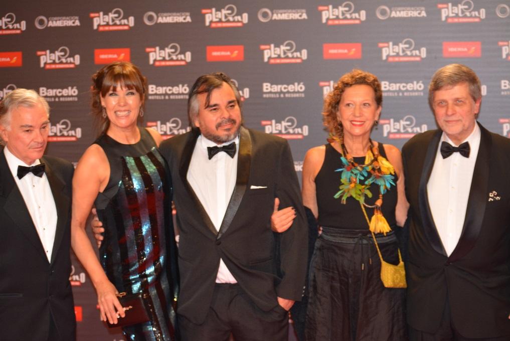 Actriz-Mabel-Lozano-con-productores-y-compañeros-de-la-pelìcula Chicas-nuevas-24-horas.