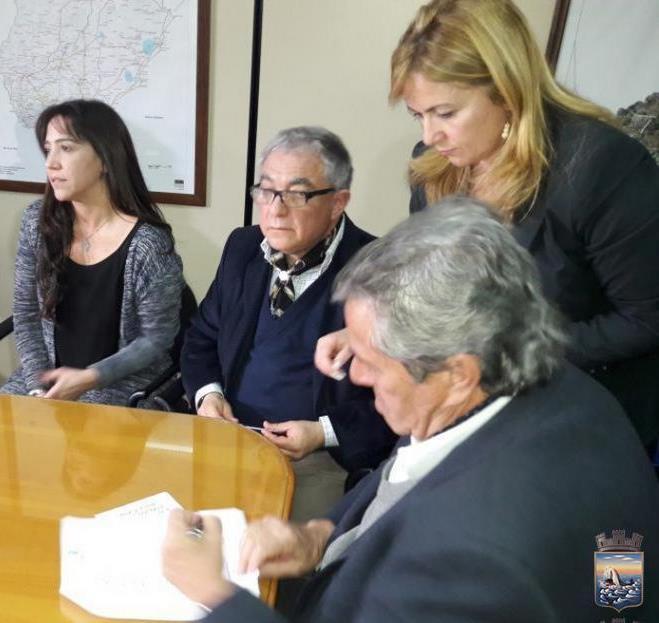Firma del Convenio por el Intendente de Maldonado         Enrique Antía y Director de Turismo Luis Borsari