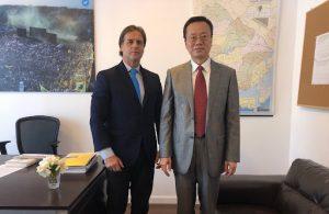 Presidente Lacalle Pou reunido con el embajador de China Wang Gang